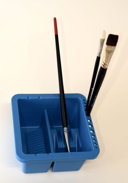 Behållare för penseltvätt, med penslar